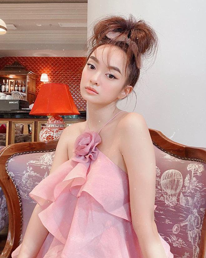 Bảo Thy táo bạo mặc bikini quyến rũ hút mắt, Lâm Khánh Chi mặc o ép khiến chiếc váy như sắp bung - Ảnh 1.