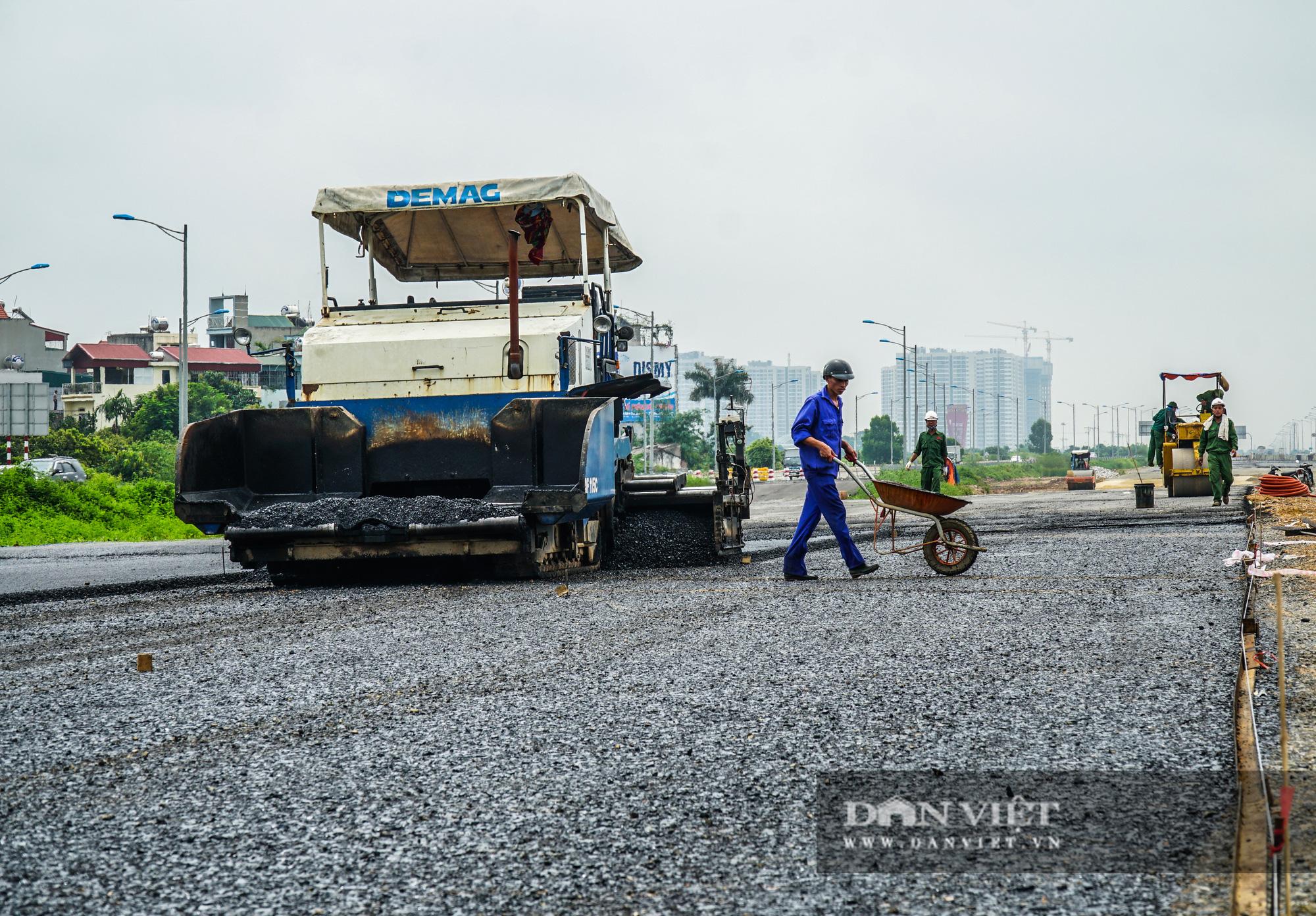 Công nhân tất bật xây dựng tuyến đường 400 tỷ kết nối Vành đai 3 với cao tốc Hà Nội - Hải Phòng - Ảnh 3.