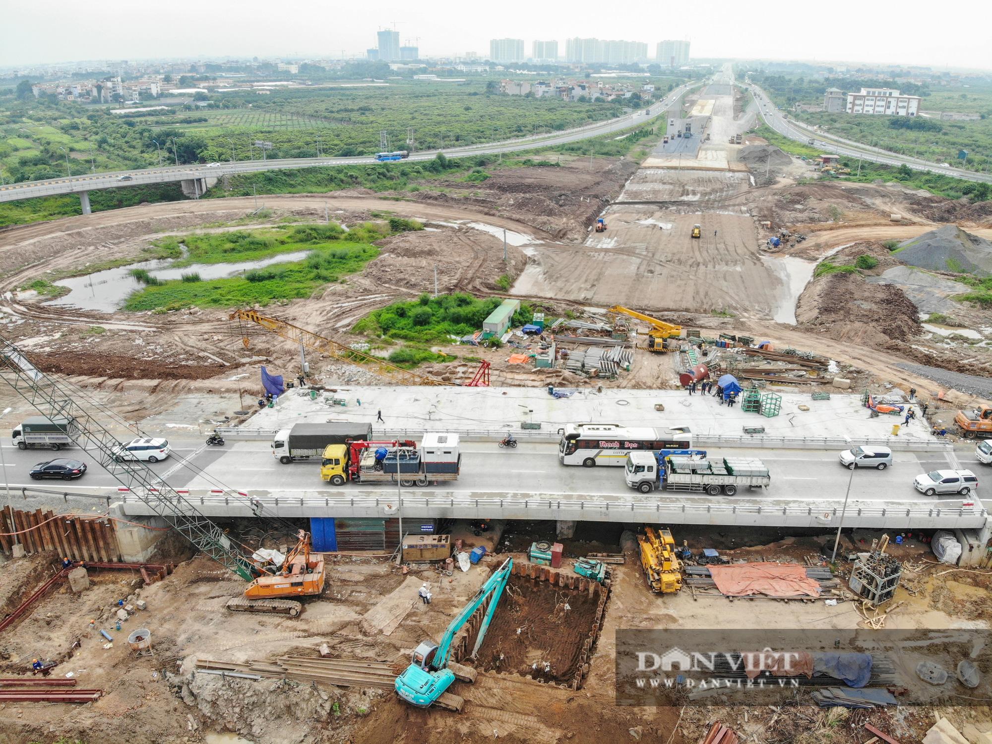 Công nhân tất bật xây dựng tuyến đường 400 tỷ kết nối Vành đai 3 với cao tốc Hà Nội - Hải Phòng - Ảnh 9.