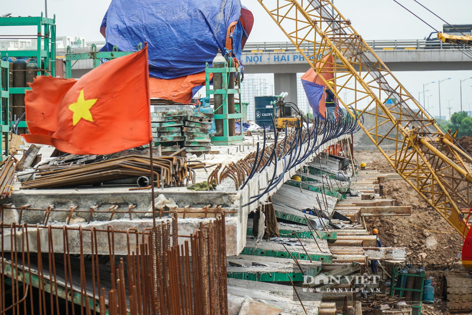 Công nhân tất bật xây dựng tuyến đường 400 tỷ kết nối Vành đai 3 với cao tốc Hà Nội - Hải Phòng - Ảnh 11.