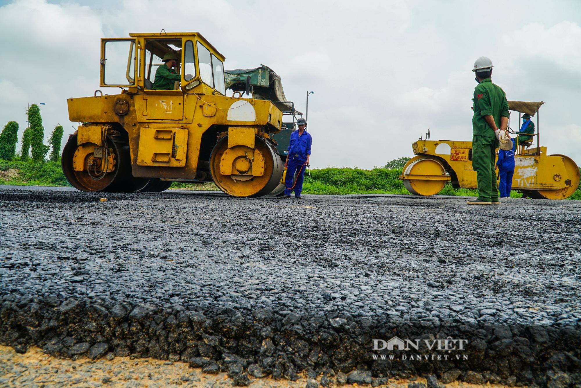 Công nhân tất bật xây dựng tuyến đường 400 tỷ kết nối Vành đai 3 với cao tốc Hà Nội - Hải Phòng - Ảnh 6.