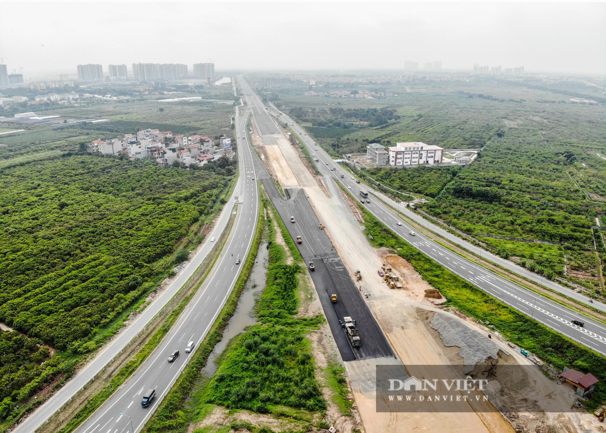 Công nhân tất bật xây dựng tuyến đường 400 tỷ kết nối Vành đai 3 với cao tốc Hà Nội - Hải Phòng - Ảnh 15.