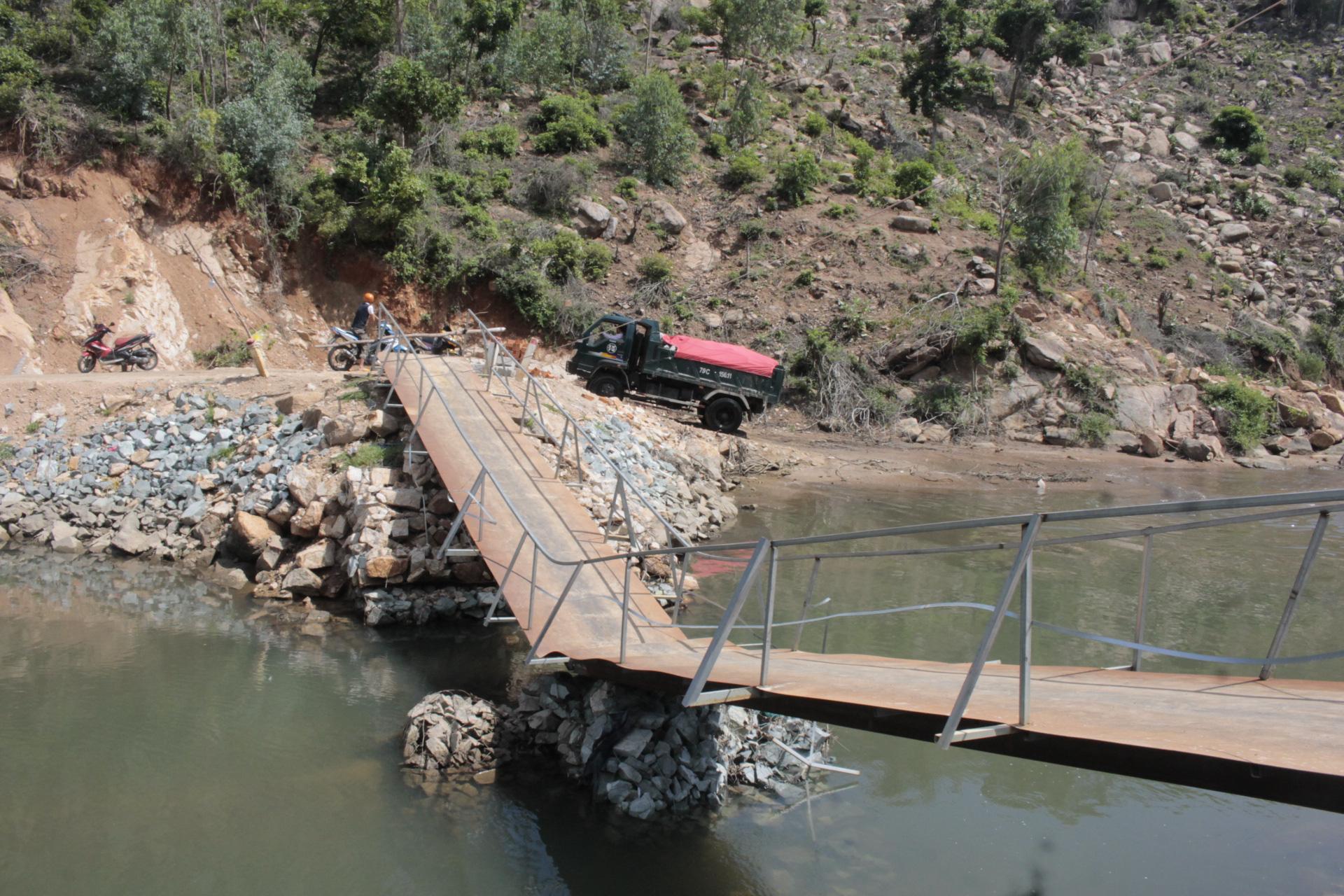 Cầu Nước Ngọt gần 15 tỷ đồng vừa hoàn thành, hơn 300 hộ dân phấn khởi - Ảnh 1.