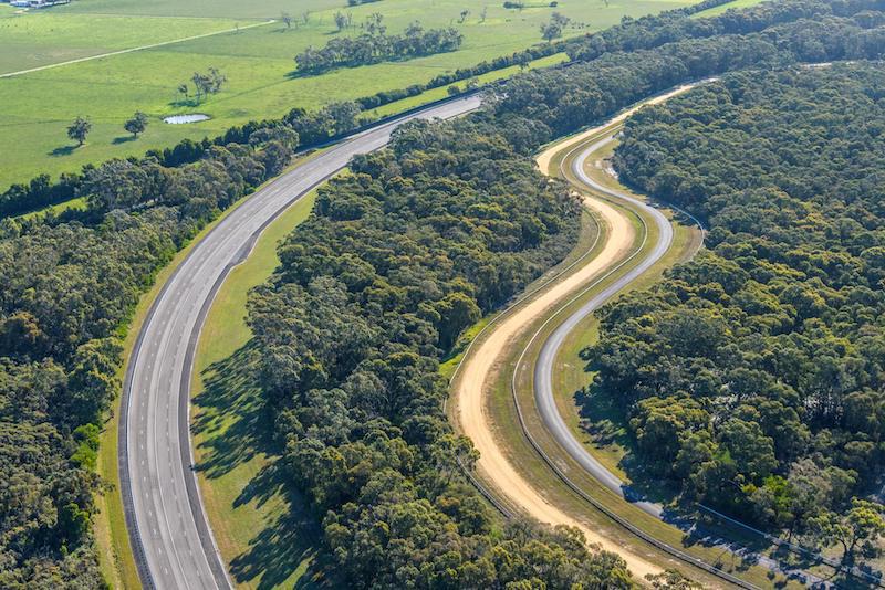 Báo Australia: Sở hữu đường thử Lang Lang, VinFast chung tay phát triển công nghiệp ô tô toàn cầu - Ảnh 1.