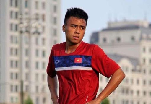 Cựu tuyển thủ U18 Việt Nam lâm cảnh bi đát, phải chạy xe ôm kiếm sống - Ảnh 1.