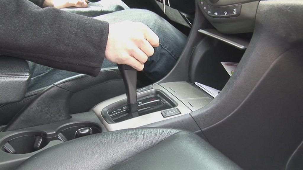 Lái xe số tự động có thật sự đơn giản? - Ảnh 1.