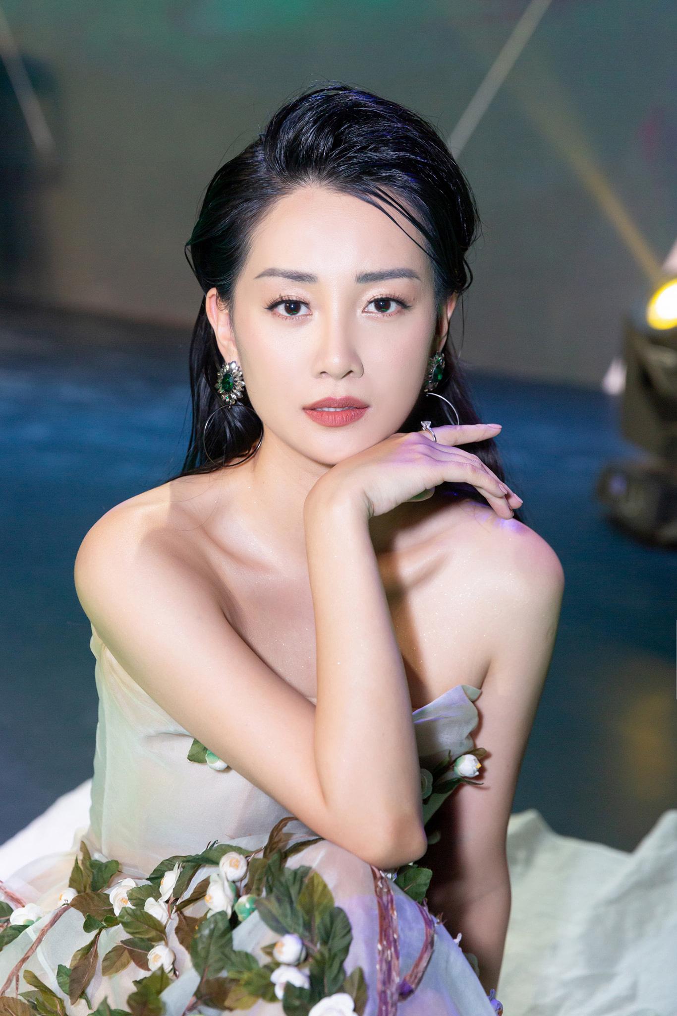 MC Quỳnh Chi lần đầu công bố mối quan hệ thật sự với Thùy Dung - Ảnh 3.