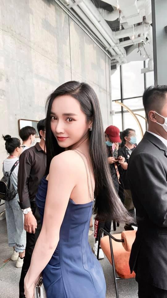 """Nhã Phương tung ảnh hậu trường quyến rũ """"gây mê"""", fan liền nhắc tên mỹ nhân Trung Quốc đình đám - Ảnh 1."""