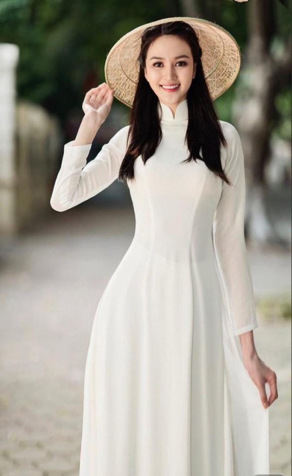 """9X có đôi chân """"vạn người mê"""", chỉ xếp sau Lương Thùy Linh thi tại Hoa hậu Việt Nam 2020 là ai? - Ảnh 1."""