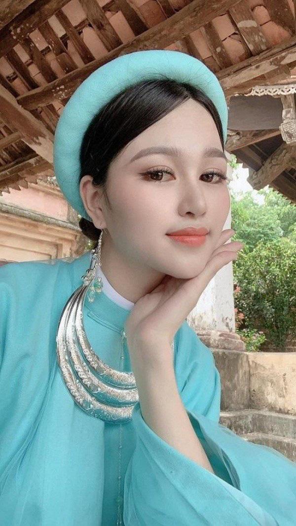 """9X có đôi chân """"vạn người mê"""", chỉ xếp sau Lương Thùy Linh thi tại Hoa hậu Việt Nam 2020 là ai? - Ảnh 4."""