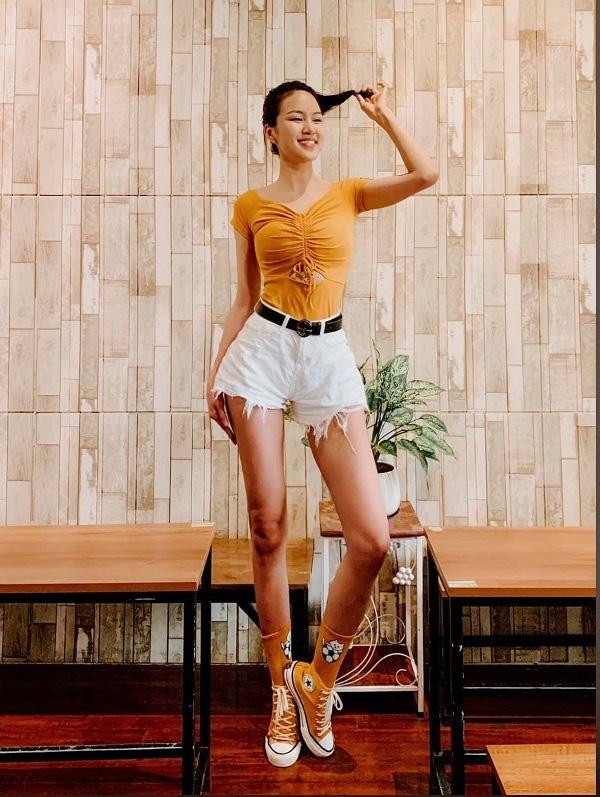 """9X có đôi chân """"vạn người mê"""", chỉ xếp sau Lương Thùy Linh thi tại Hoa hậu Việt Nam 2020 là ai? - Ảnh 3."""