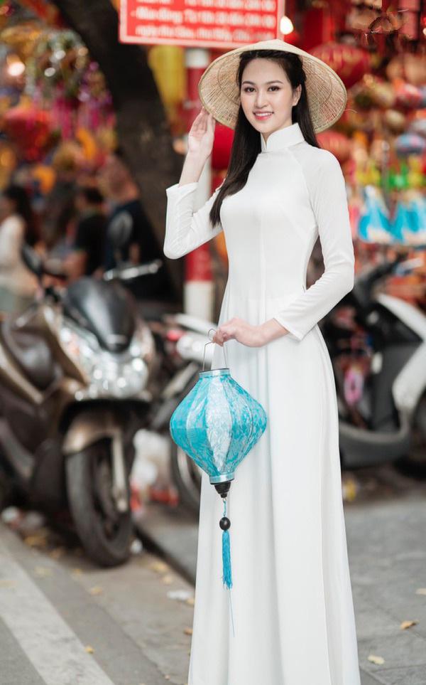 """9X có đôi chân """"vạn người mê"""", chỉ xếp sau Lương Thùy Linh thi tại Hoa hậu Việt Nam 2020 là ai? - Ảnh 5."""