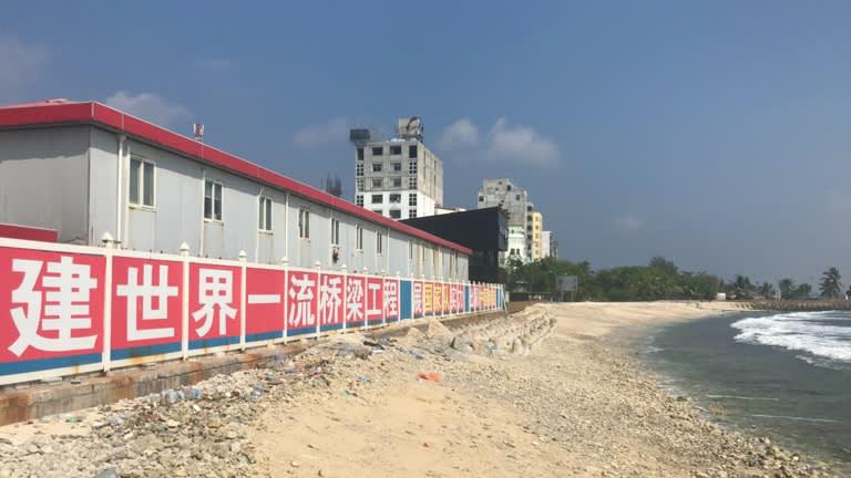 """""""Bẫy nợ"""" Trung Quốc tại Maldives: tư nhân vỡ nợ, Chính phủ phải trả thay - Ảnh 1."""