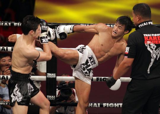 """Clip: Nguyễn Trần Duy Nhất đả bại võ sĩ Pháp có biệt danh """"sát thủ"""" - Ảnh 1."""