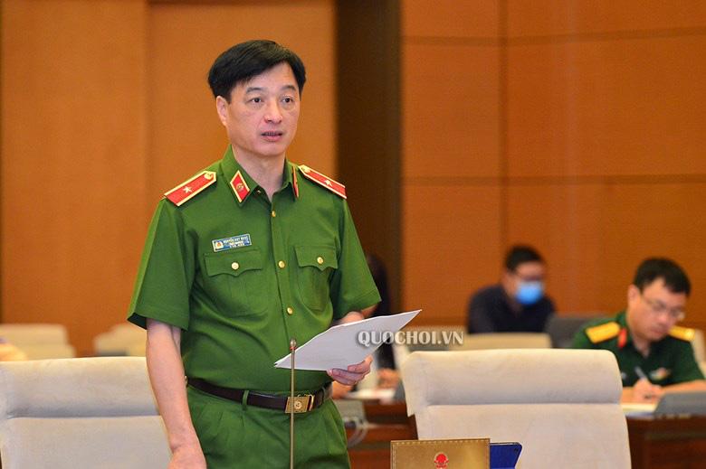 Thứ trưởng Nguyễn Duy Ngọc: Bộ Công an sẽ áp dụng các biện pháp nghiệp vụ hạn chế bằng lái xe giả - Ảnh 1.