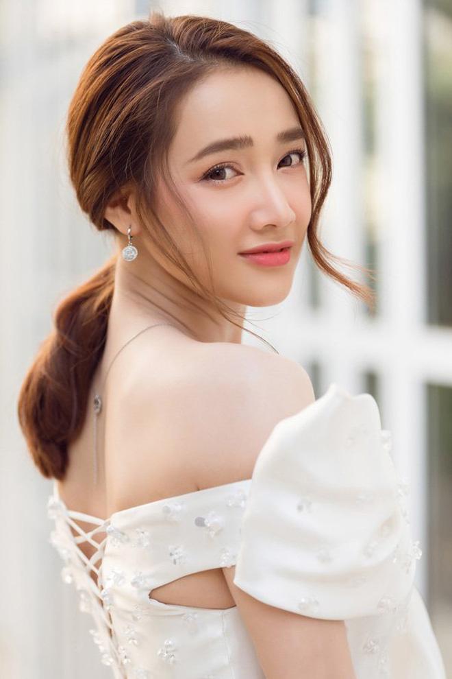 """Nhã Phương tung ảnh hậu trường quyến rũ """"gây mê"""", fan liền nhắc tên mỹ nhân Trung Quốc đình đám - Ảnh 5."""