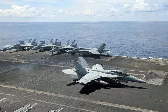 """Thủy quân lục chiến Mỹ khoe """"cơ bắp"""" nắn gân Trung Quốc - Ảnh 2."""