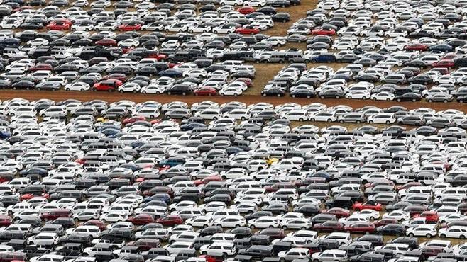 Ngân hàng rao bán loạt ôtô siết nợ, dân mua lo sợ khi xuống tiền - Ảnh 2.