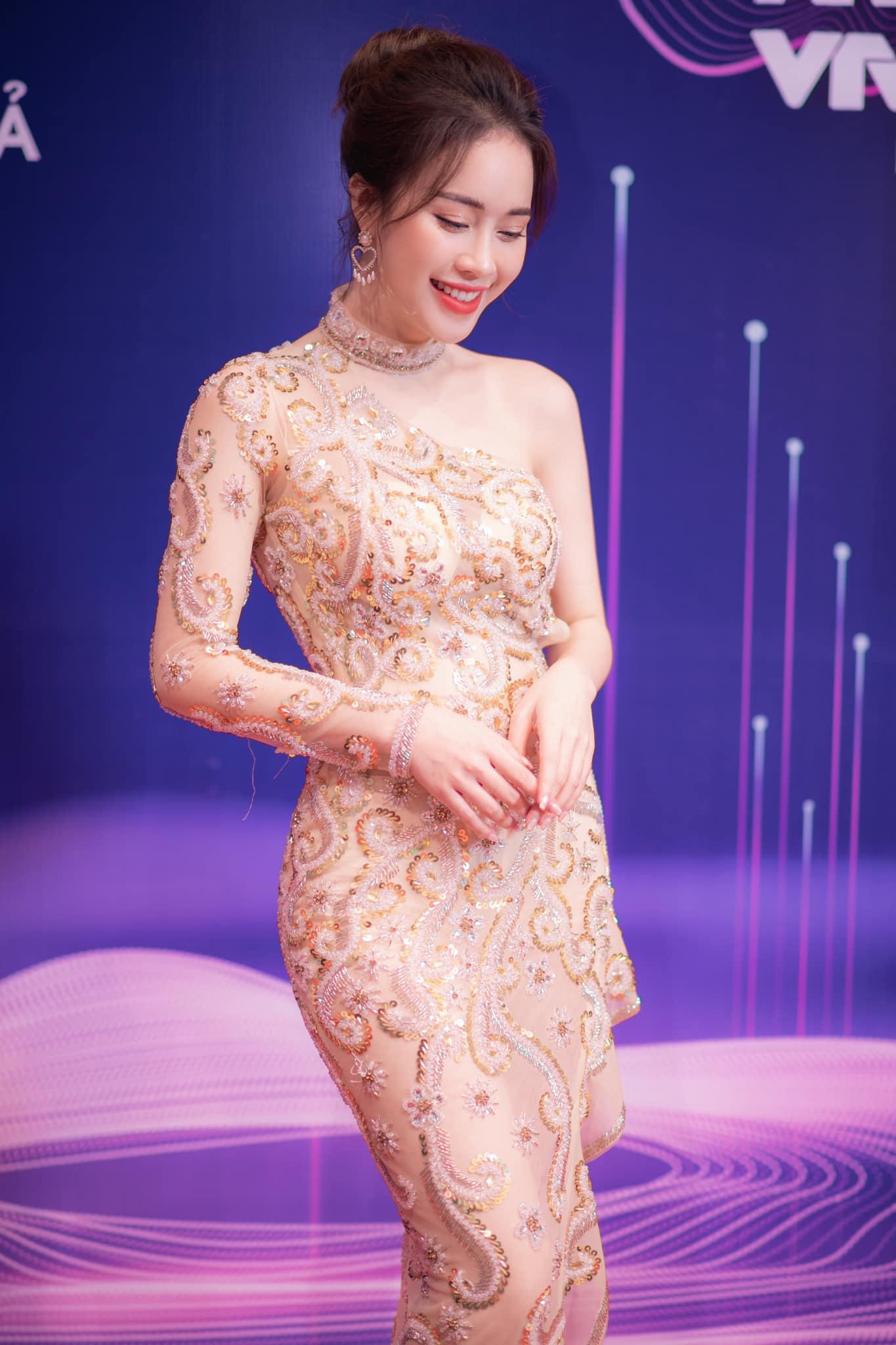 Nữ MC VTV xinh đẹp tựa nữ thần bỗng nhiên là thí sinh Hoa hậu Việt Nam 2020 vì lý do không ngờ là ai? - Ảnh 4.