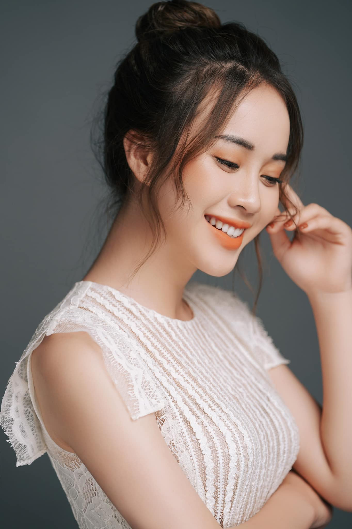 Nữ MC VTV xinh đẹp tựa nữ thần bỗng nhiên là thí sinh Hoa hậu Việt Nam 2020 vì lý do không ngờ là ai? - Ảnh 8.