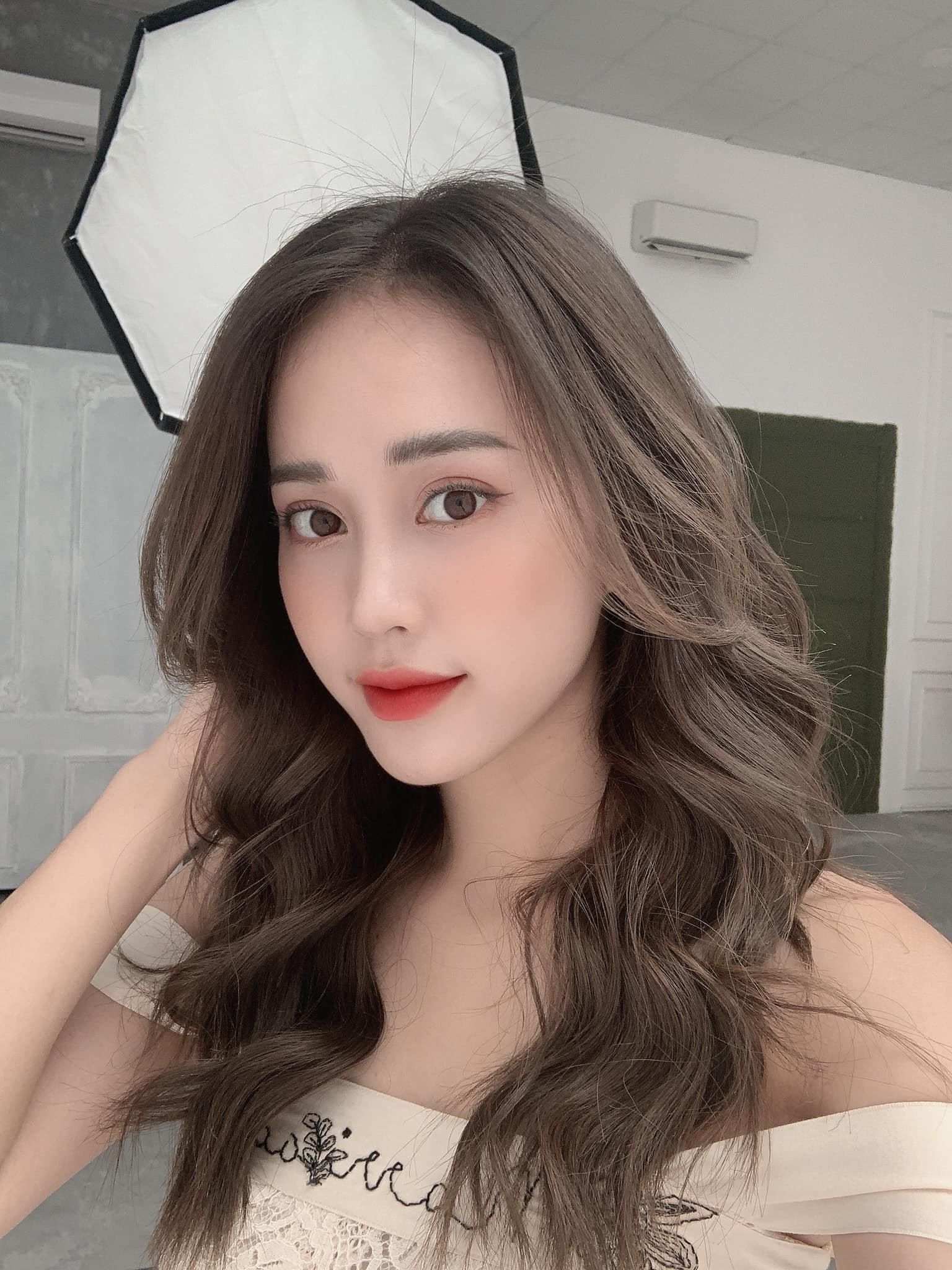 Nữ MC VTV xinh đẹp tựa nữ thần bỗng nhiên là thí sinh Hoa hậu Việt Nam 2020 vì lý do không ngờ là ai? - Ảnh 1.