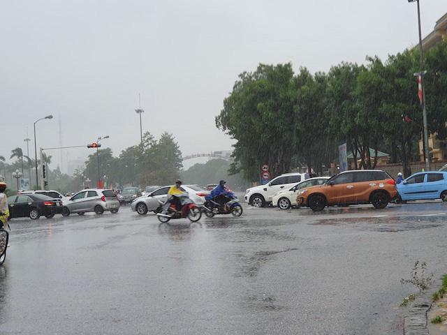 Nghệ An: Ảnh hưởng bão số 5, mưa lớn nhiều giờ liền - Ảnh 1.