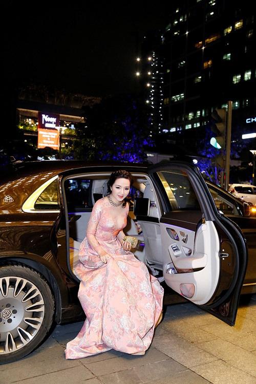 """Hai xế hộp của hoa hậu """"không tuổi"""" Giáng My: Chiếc đắt nhất 14 tỉ đồng - Ảnh 2."""