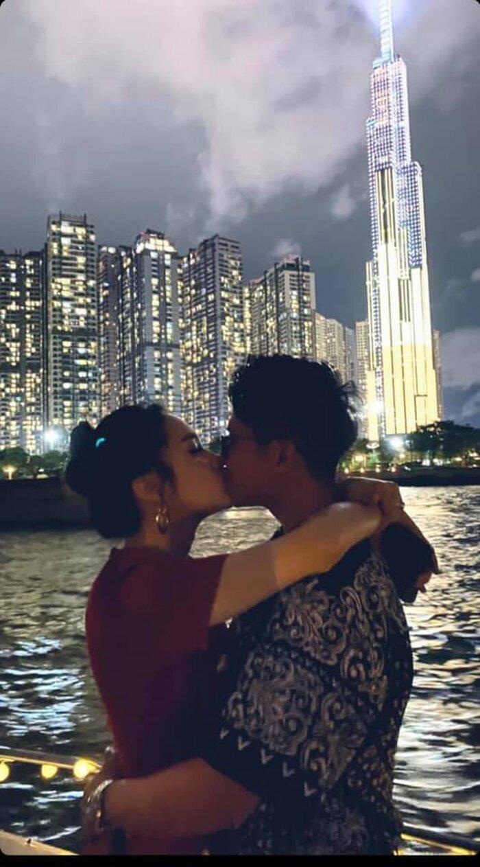 Matt Liu tiếp tục công khai ảnh hôn môi Hương Giang trên du thuyền sang chảnh - Ảnh 3.