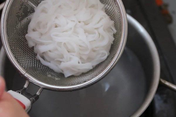 4 bí kíp chinh phục nồi nước dùng cho món phở thơm ngon, chuẩn vị - Ảnh 13.