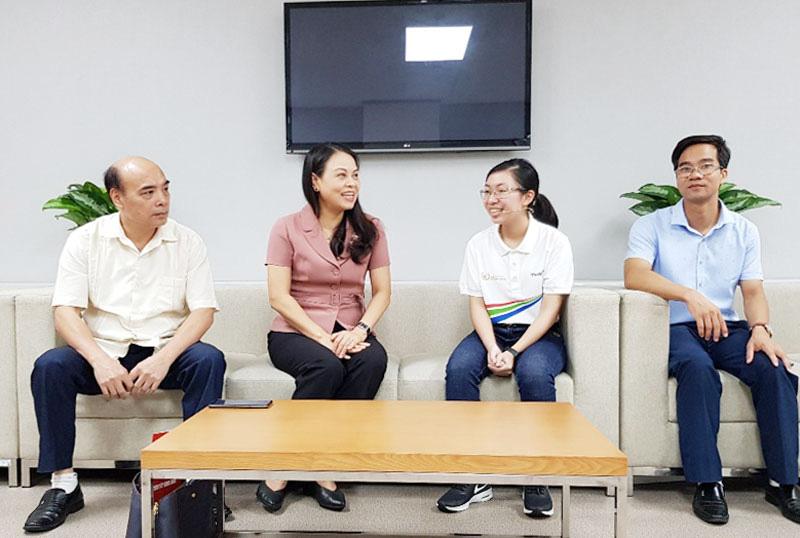 """Bí thư Tỉnh ủy Ninh Bình tới đài truyền hình động viên thí sinh """"Đường lên đỉnh Olympia"""" - Ảnh 1."""