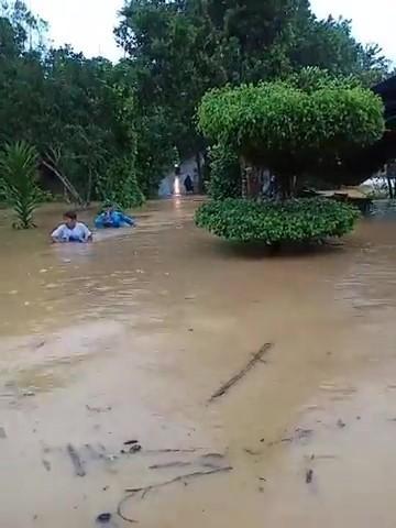 Ảnh hưởng bão số 5: Nhiều xã miền núi ở Quảng Nam vẫn còn bị cô lập - Ảnh 2.