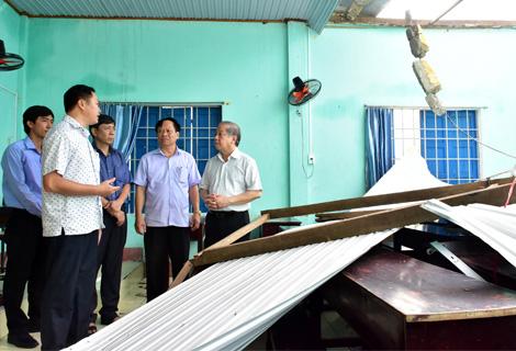 """Chủ tịch TT-Huế chỉ đạo """"nóng"""" về khắc phục nhà dân và hệ thống điện hư hại do bão  - Ảnh 2."""
