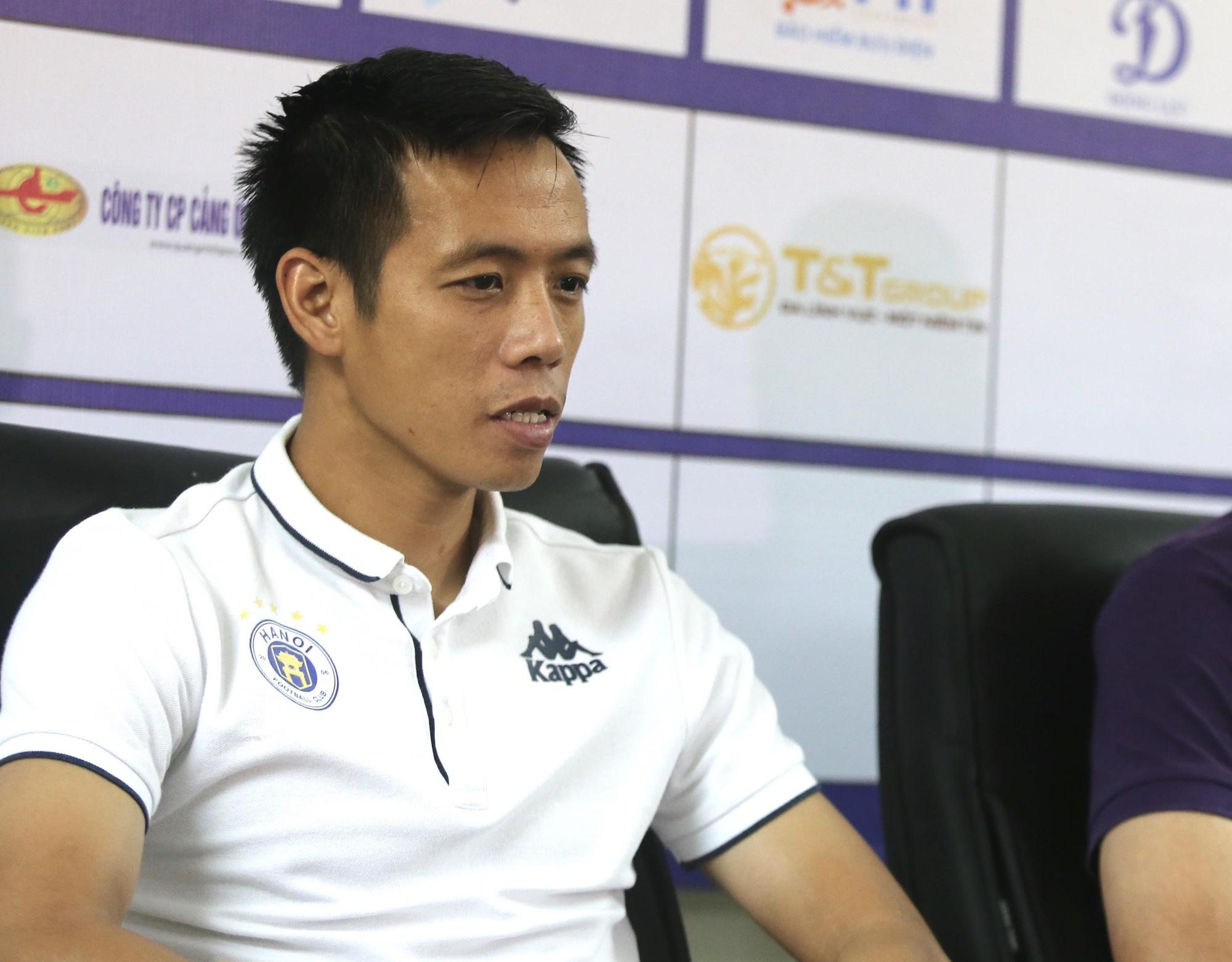 Nguyễn Văn Quyết khẳng định Hà Nội FC có nhiều cá nhân đột biến chứ không riêng anh hay Quang Hải. Ảnh: Hải Đăng