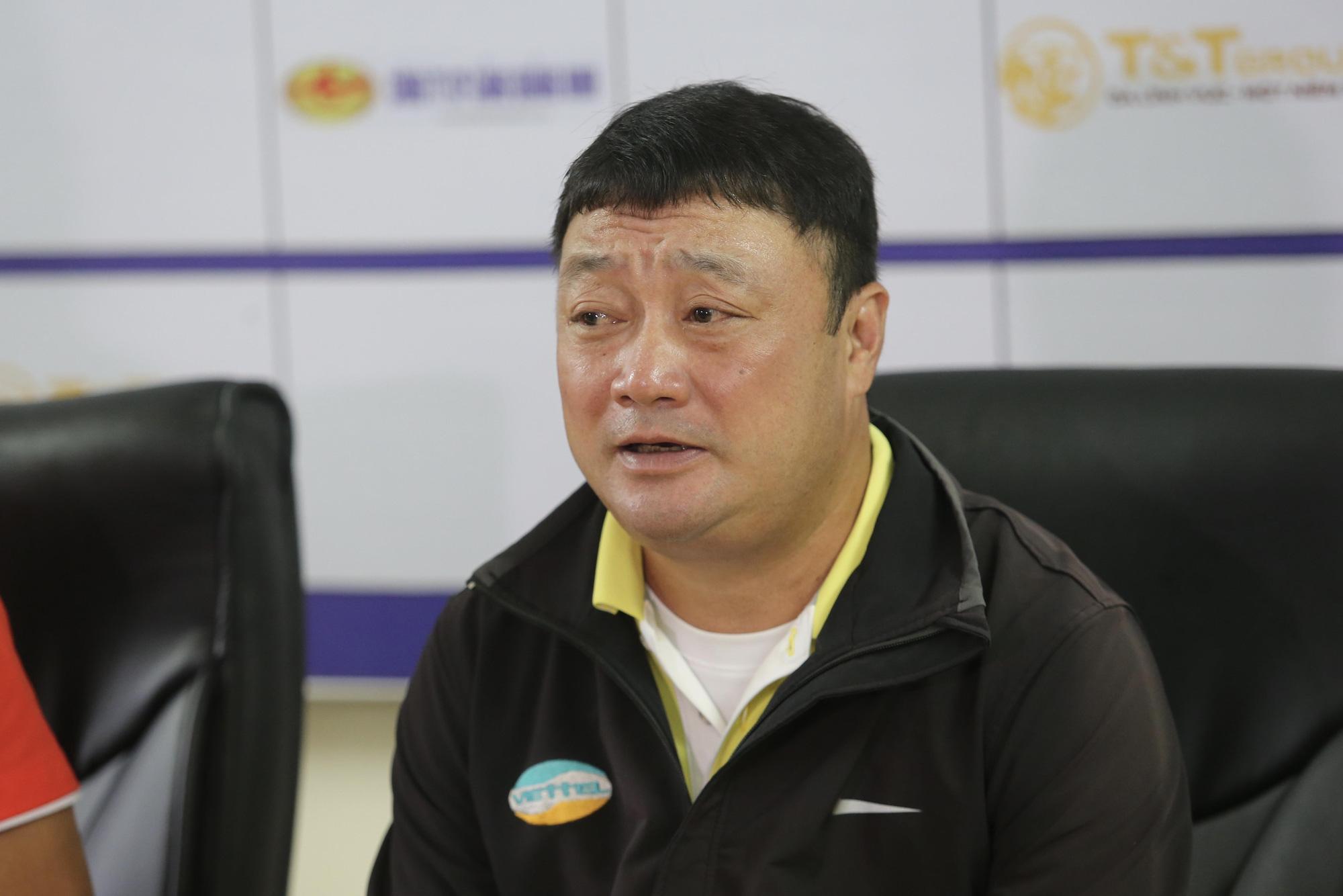 HLV Trương Việt Hoàng khẳng định sẽ đá tấn công khi tiếp HAGL tối 9/10 tới.