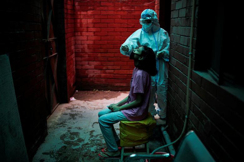 Ấn Độ quay cuồng, chống chọi với số ca nhiễm hàng ngày nhiễm Covid-19 cao nhất thế giới - Ảnh 1.