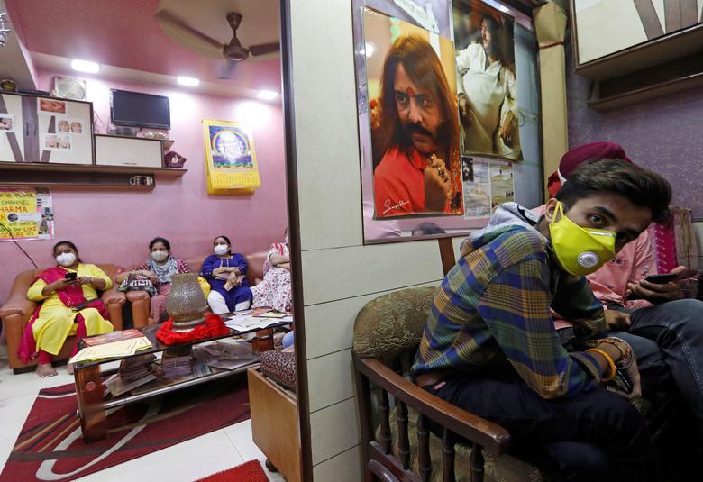 Ấn Độ quay cuồng, chống chọi với số ca nhiễm hàng ngày nhiễm Covid-19 cao nhất thế giới - Ảnh 2.