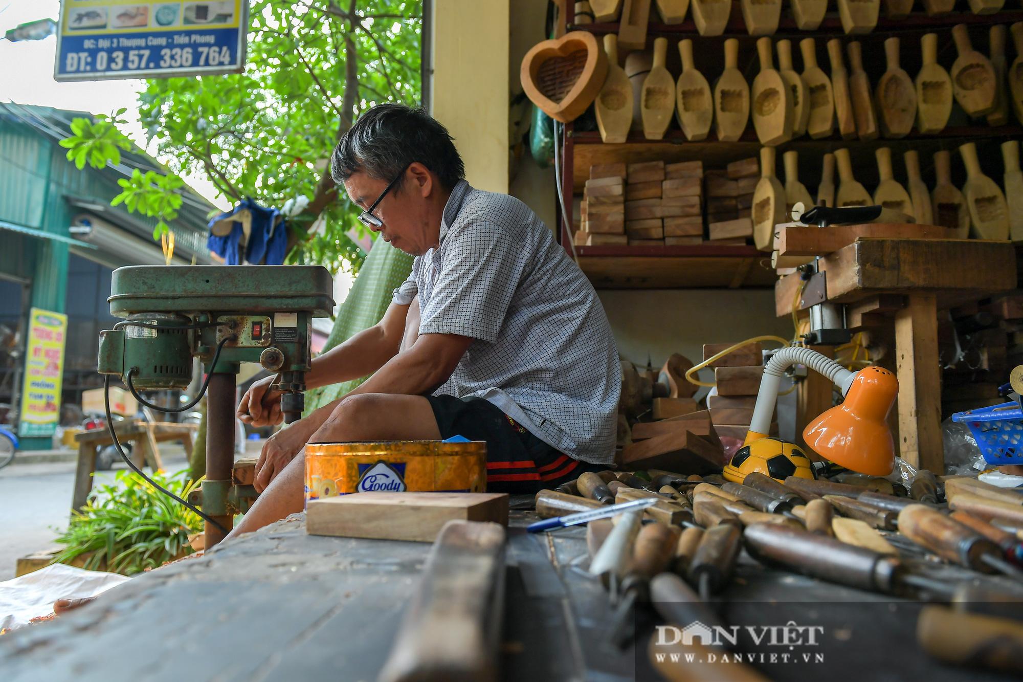 Chiêm ngưỡng kỹ năng điêu luyện của người đàn ông 40 năm làm khuôn bánh trung thu - Ảnh 5.