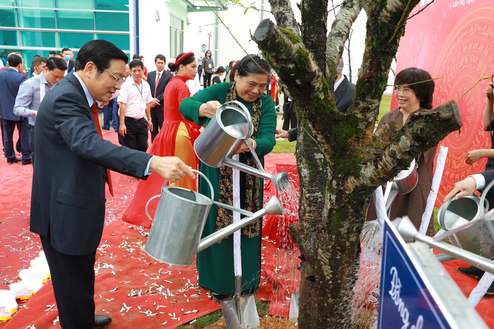Phó Chủ tịch Thường trực Quốc hội: Có nhà máy chế biến, nông dân Sơn La không lo được mùa mất giá - Ảnh 4.