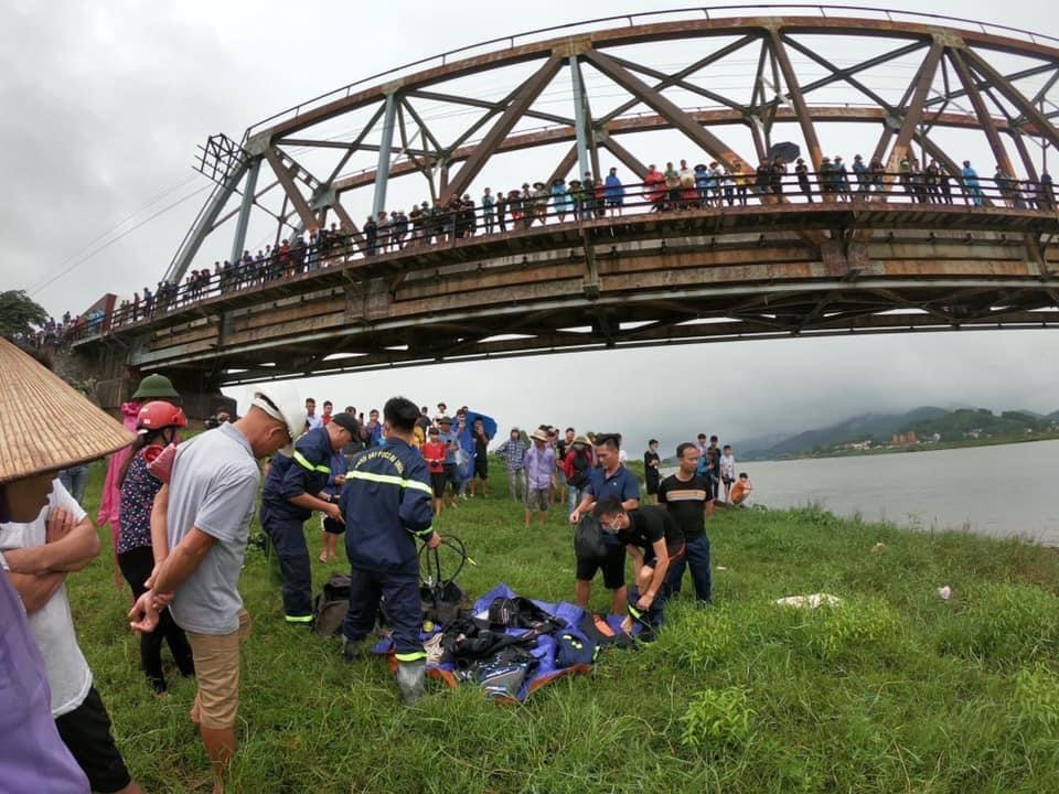 Tài xế ô tô lao xuống sông cứu cô gái trẻ, cả 2 cùng tử vong - Ảnh 1.