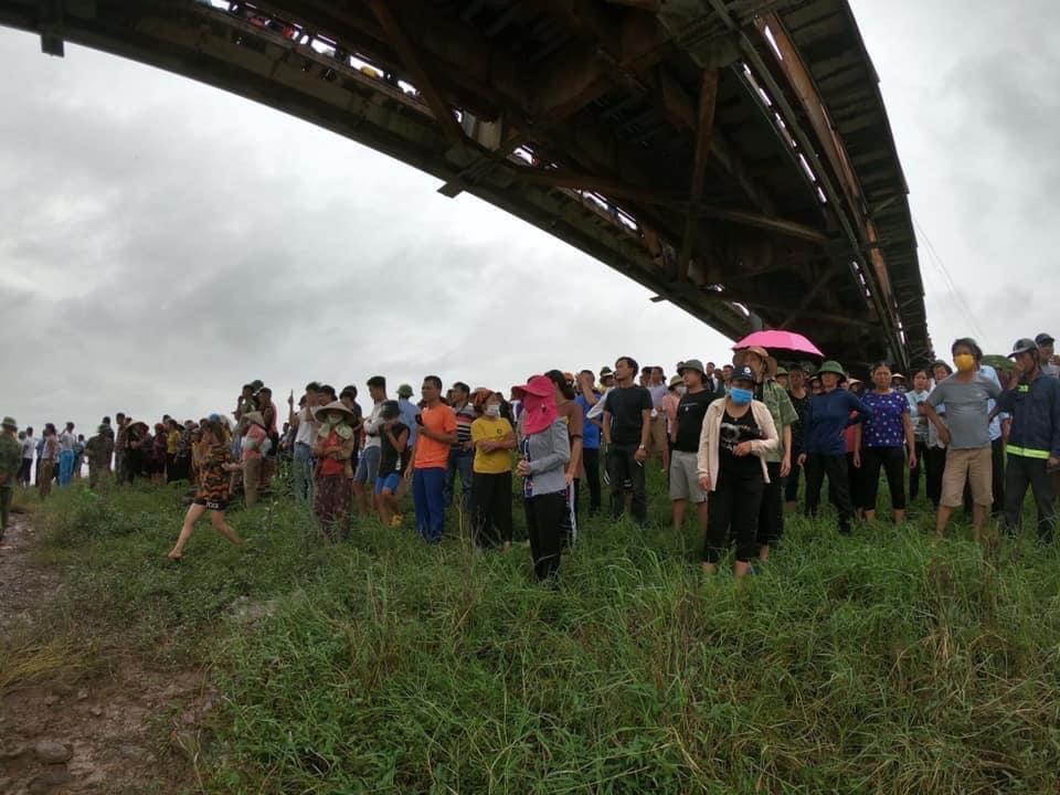 Tài xế ô tô lao xuống sông cứu cô gái trẻ, cả 2 cùng tử vong - Ảnh 2.
