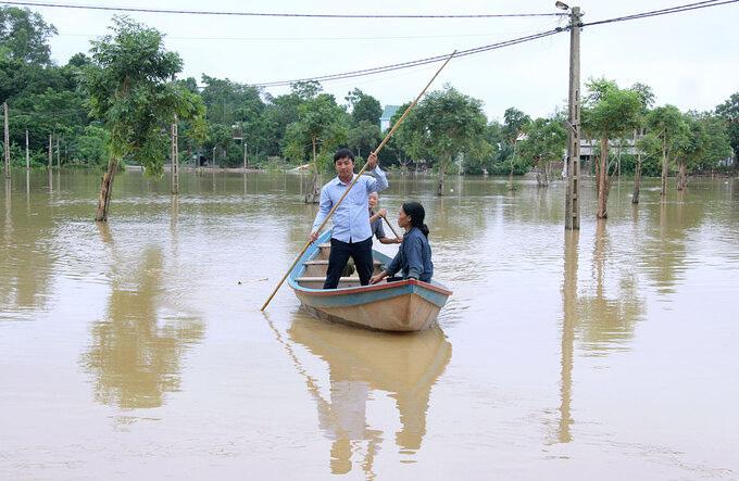 Vùng núi Hà Tĩnh ngập lụt sau bão số 5 - Ảnh 2.