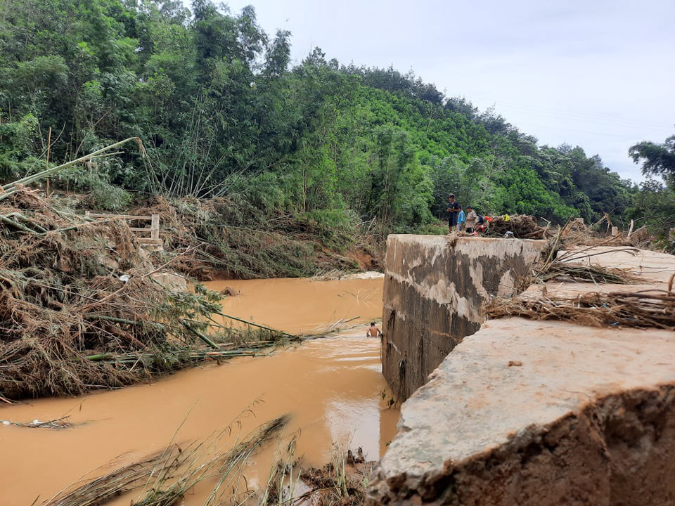 Huyện Tây Giang ảnh hưởng bão số 5 : Không để người dân vùng cô lập thiếu lương thực, nước uống - Ảnh 3.