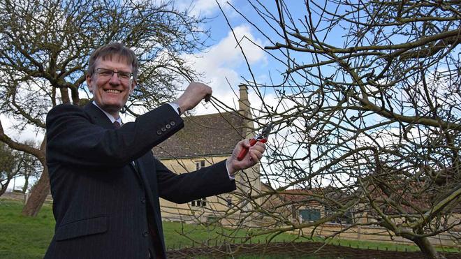 Cây táo của Newton vẫn ra quả dù đã 400 tuổi - Ảnh 6.
