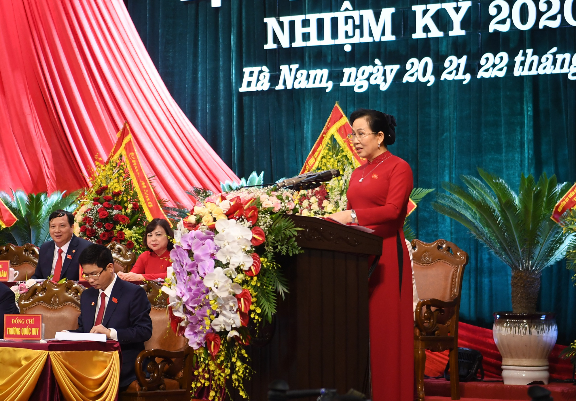 Bà Lê Thị Thủy tiếp tục được tín nhiệm bầu làm Bí thư Tỉnh ủy Hà Nam - Ảnh 1.