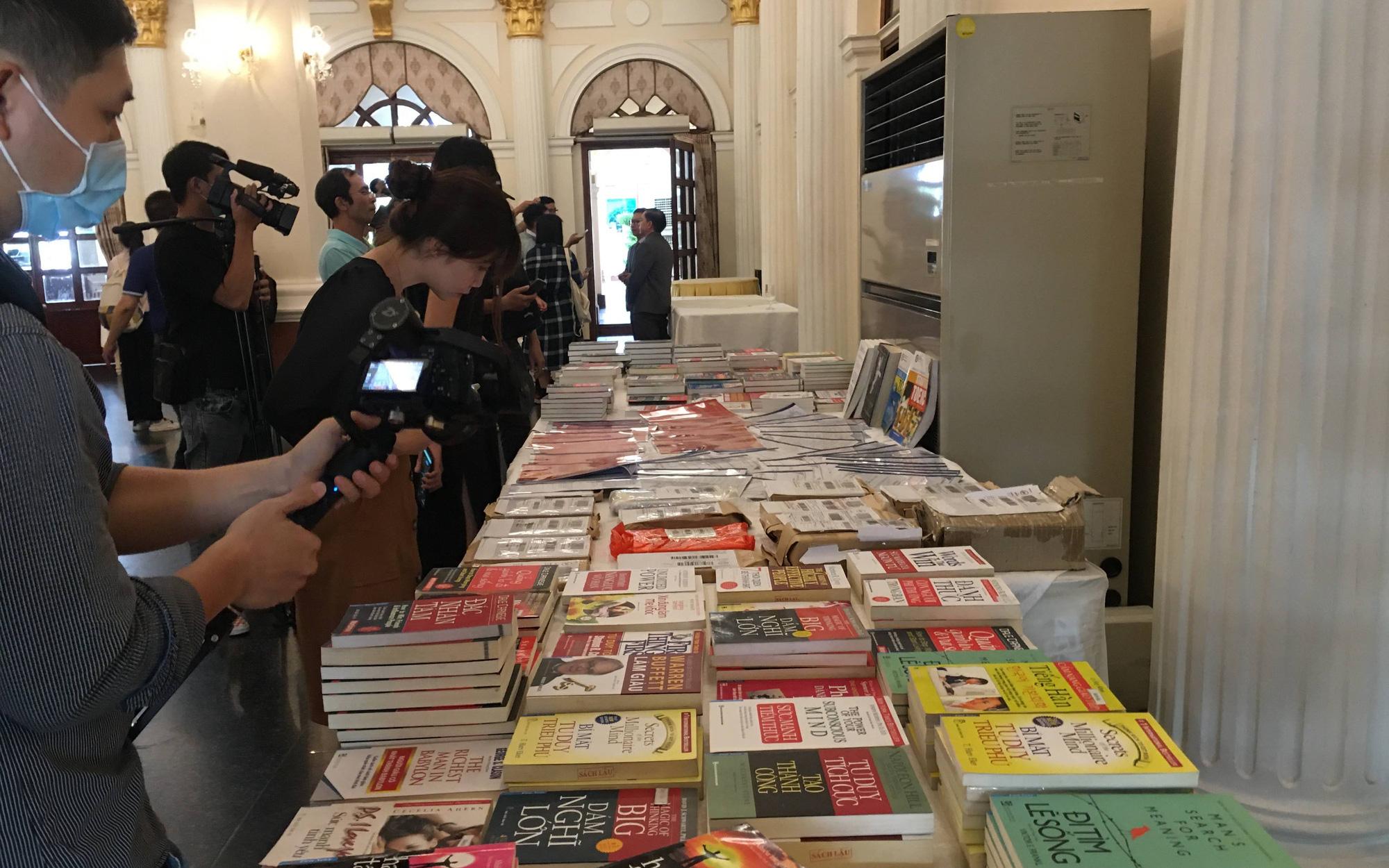 Sách giả lộng hành trên Lazada và hàng trăm Fanpage