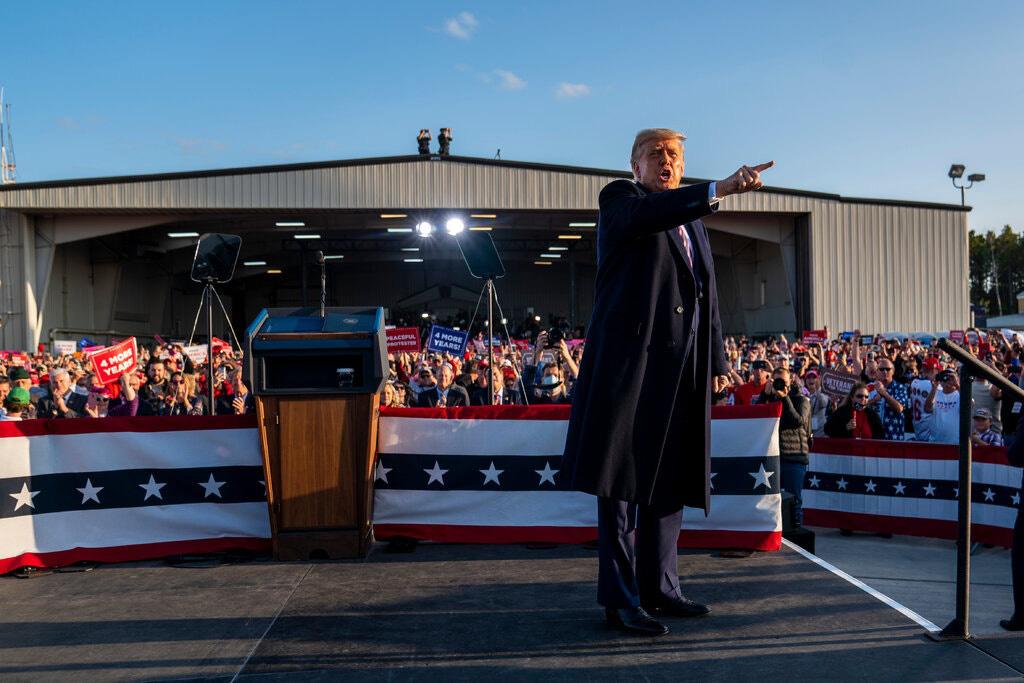 Tổng thống Trump nói rằng TikTok và WeChat thu thập dữ liệu về người Mỹ chuyển về phía Trung Quốc. Ảnh: @Doug Mills / Thời báo New York.
