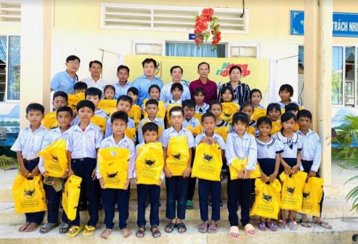 Công ty Bình Điền hỗ trợ học sinh nghèo - Ảnh 1.