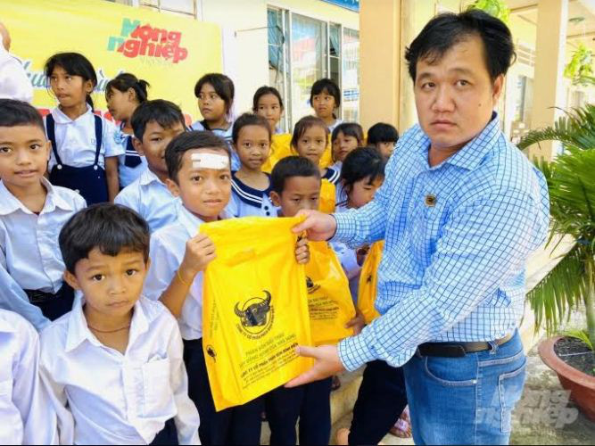Công ty Bình Điền hỗ trợ học sinh nghèo - Ảnh 2.