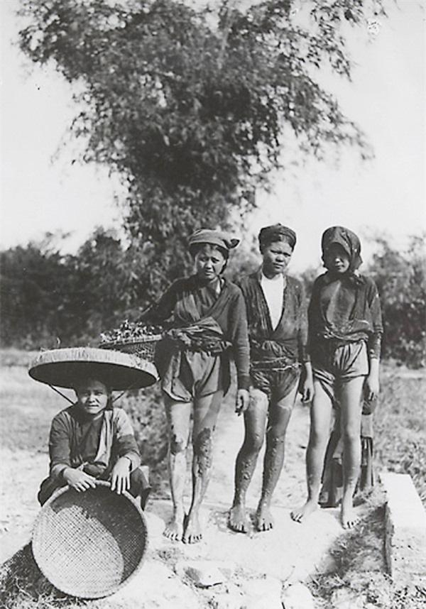Những bức ảnh cực hiếm về phụ nữ nông thôn Việt Nam đầu thế kỷ 20 - Ảnh 2.