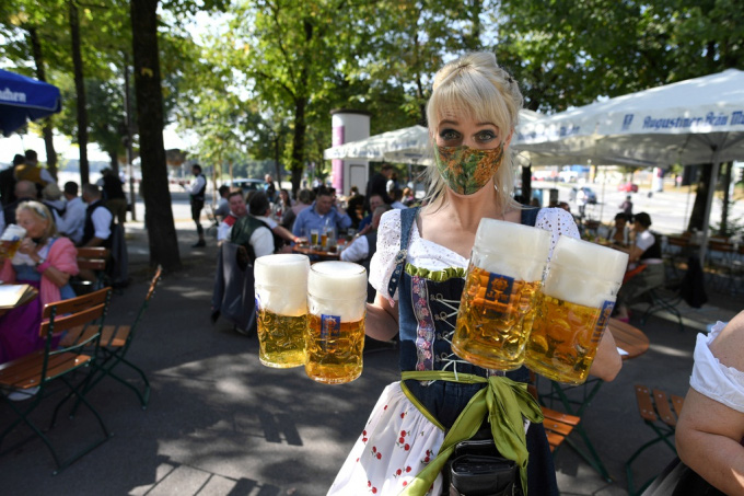 Người Đức tổ chức lễ hội bia tưng bừng, bất chấp Covid-19 - Ảnh 4.